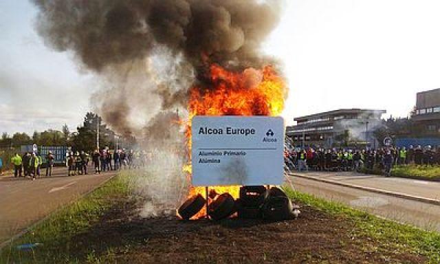 Alcoa anuncia o peche da planta de aluminio de San Cibrao e o despedimento de 524 traballadores