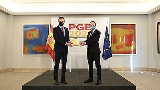 Presupostos (España)/ Investimento público récord de 239.765 millóns e subida de impostos ás rendas altas.