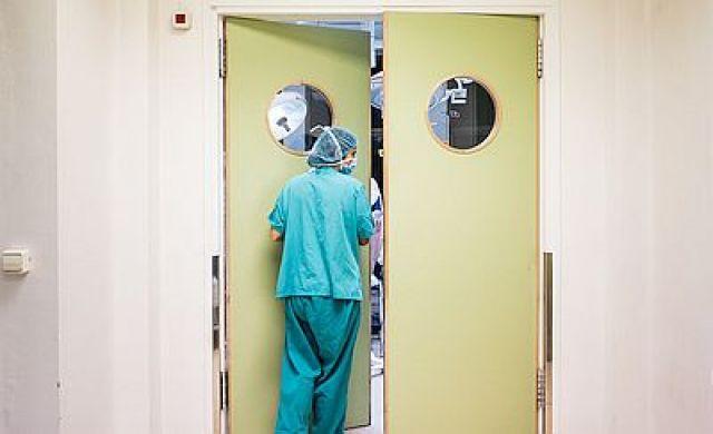 A escaseza de enfermeiras obriga o Sergas a denegar descansos e recorrer a estudantado nos cribados masivos