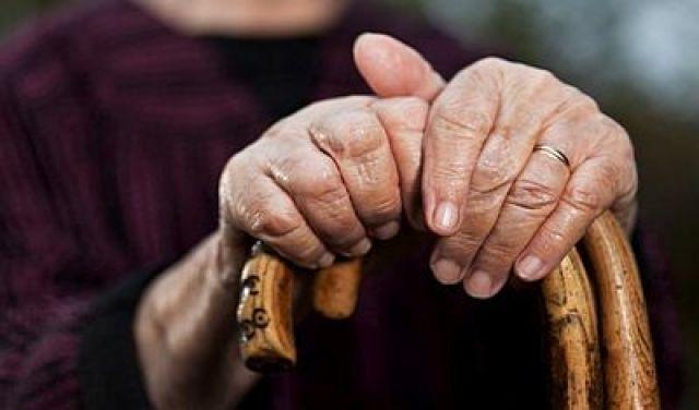 O número de persoas maiores de 65 anos duplica o de menores de 15 por primeira vez en Galicia