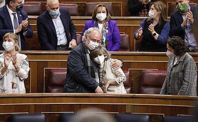 A lei de eutanasia, aprobada no Congreso por ampla maioría 22 anos despois da morte de Ramón Sampedro