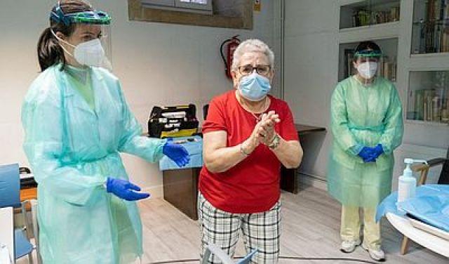 Galicia arrinca a vacinación contra a COVID