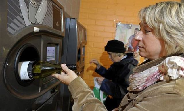O éxito da economía circular: adeus botellas e latas grazas ao programa de reciclaxe de Finlandia.