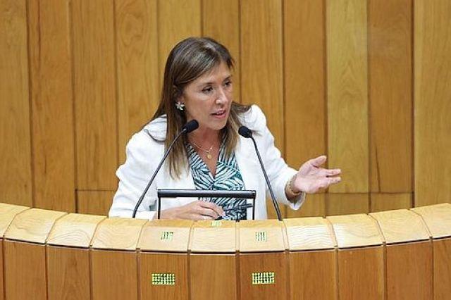 A Xunta cambiou a lei para beneficiar a eólica que remataría contratando á exconselleira Mato